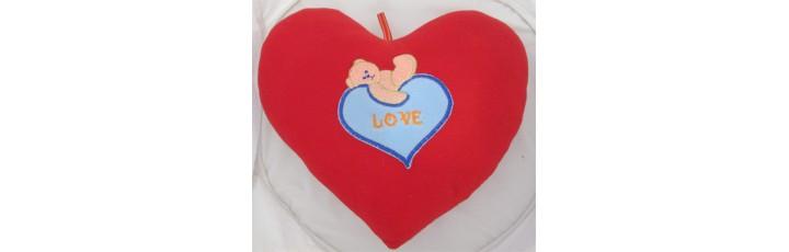 01102.4 Червено плюшено сърце с бродерия 28 см
