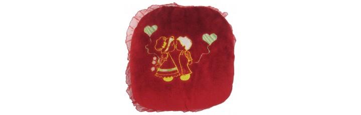 02011  Плюшена възглавница  целувка