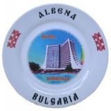 02044.7 Сувенирна керамична чиния с танцьори и надпис Албена 20 см