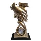 16073 Статуетка две ръце с часовник 29 см